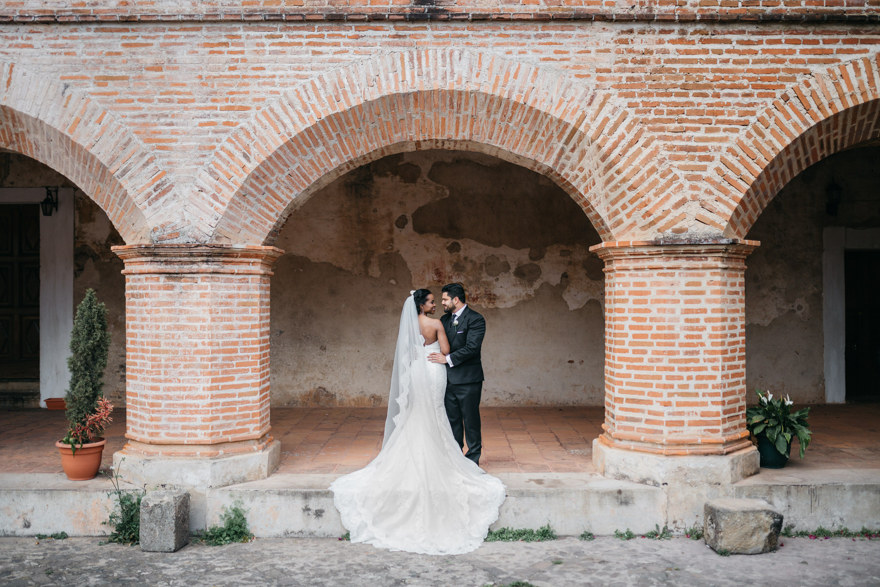 Wedding Couple at Ruins of La Merced in Antigua Guatemala