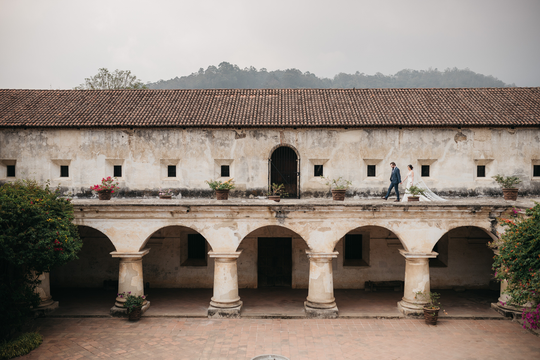 Destination wedding convento capuchinas antigua guatemala