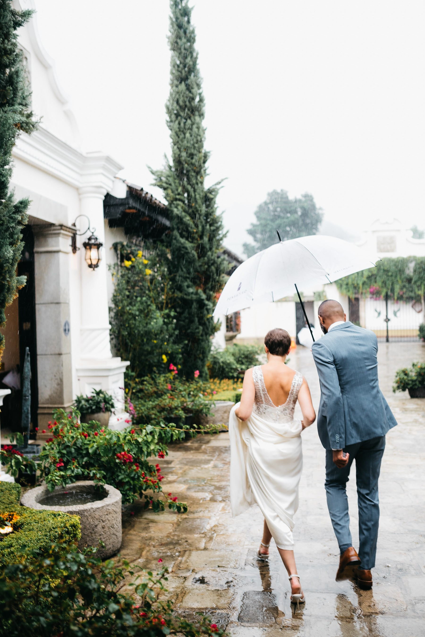 Rainy wedding day antigua guatemala