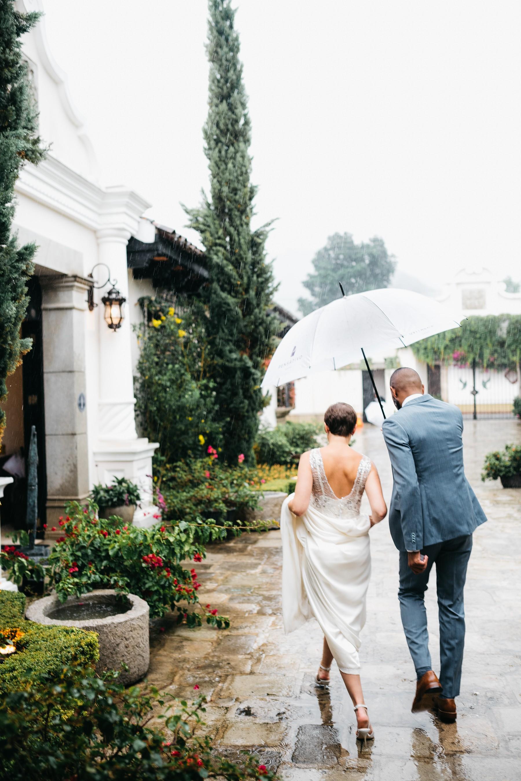 Rainy wedding day antigua guatemala