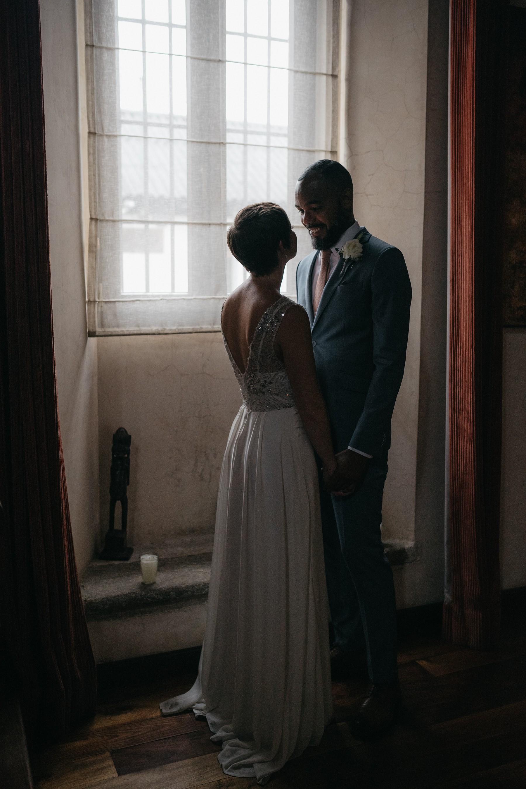 wedding photo window light antigua guatemala