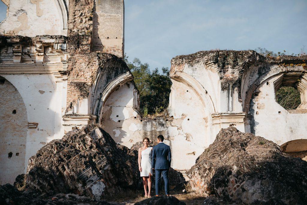 engagement photos at Ruins of La Recoleccion in Antigua 03