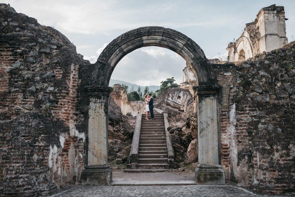 engagement photos at Ruins of La Recoleccion in Antigua